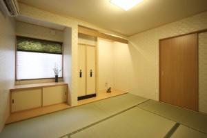 仏壇をそなえた和室。床の間もしつらえました。