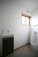 小便器をそなえた男性用トイレ